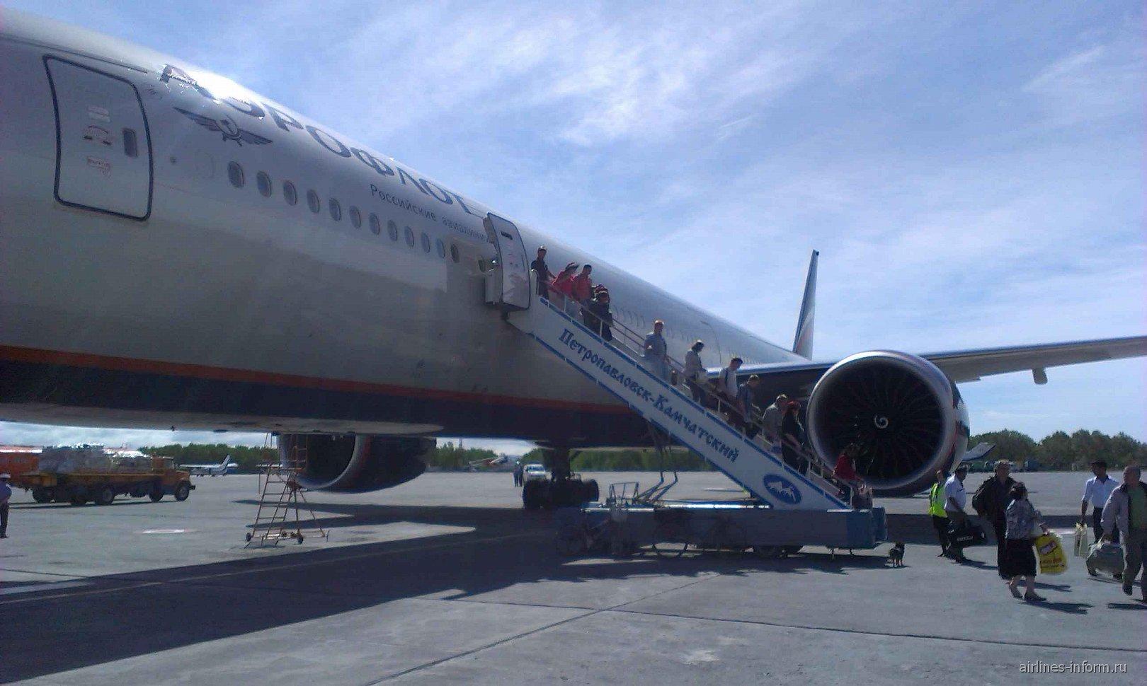 Боинг-777-300 Аэрофлота в аэропорту Елизово
