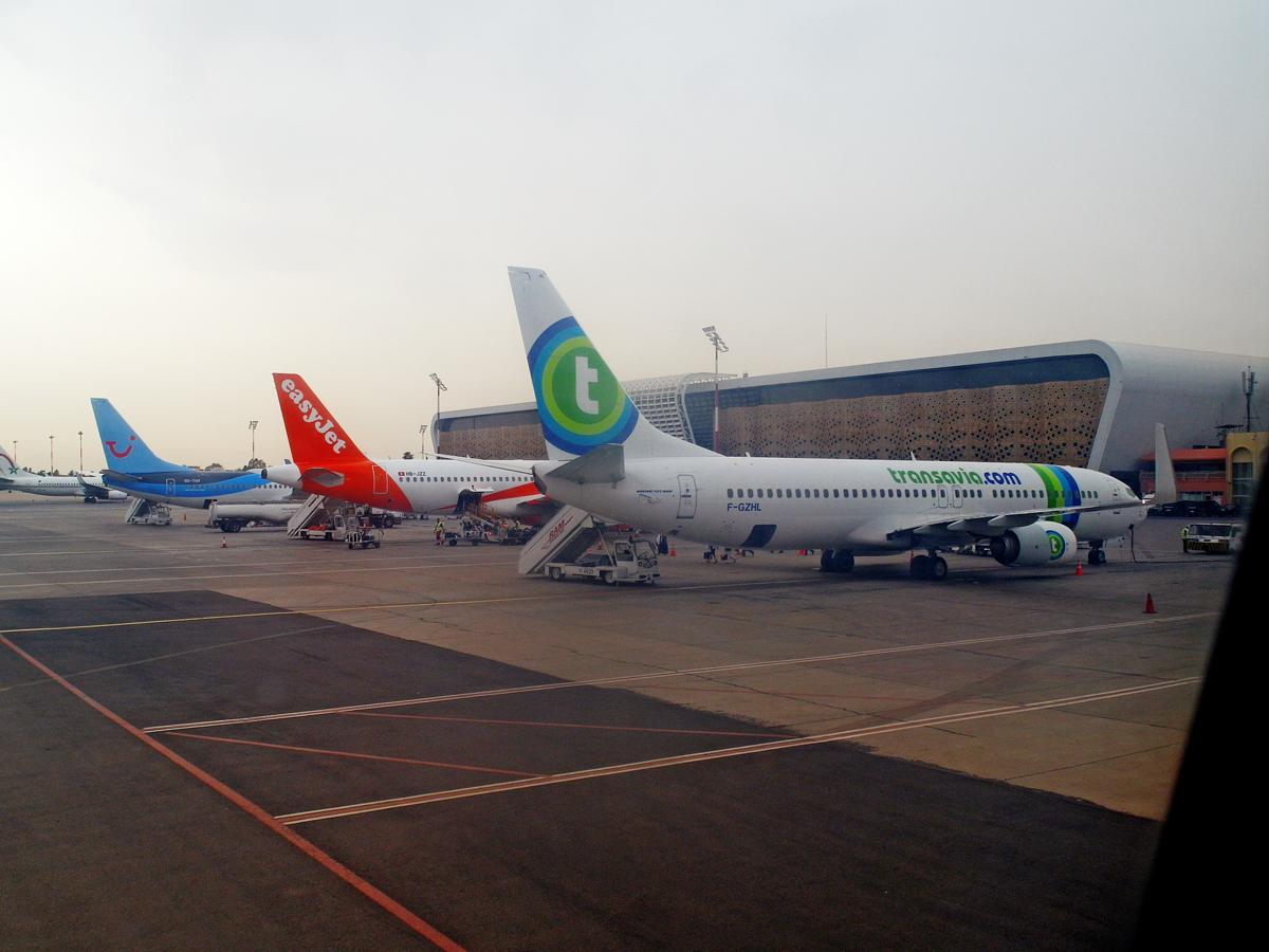 Самолеты на перроне аэропорта Марракеш Менара