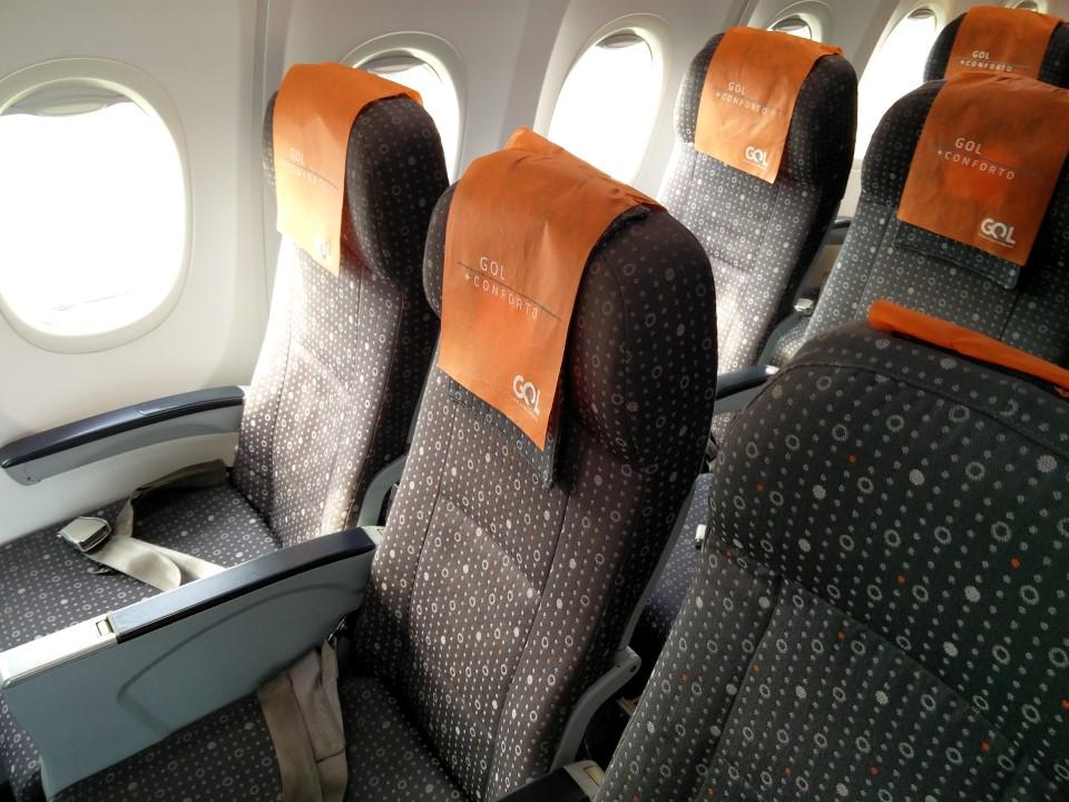 Кресла класса эконом-класс в Боинге-737-800 авиакомпании GOL