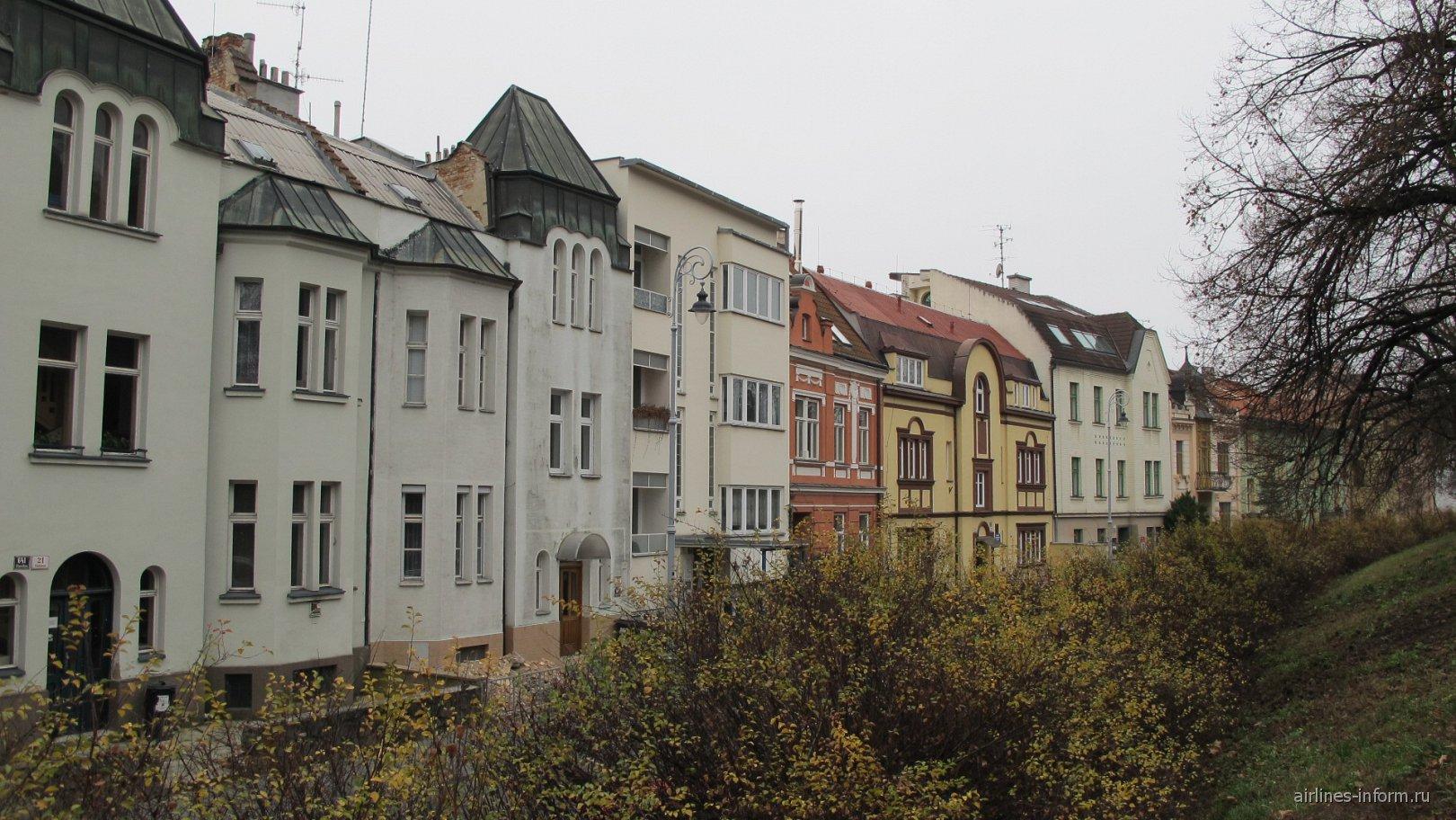 жилой квартал у подножья замка Шпилберк