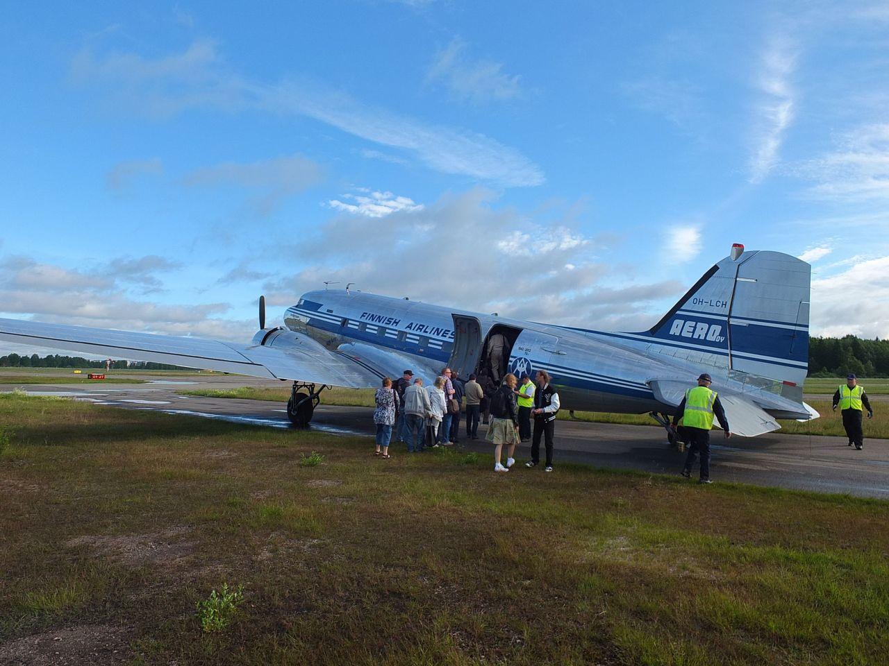 Посадка в самолет Douglas DC-3 Finnish Airlines