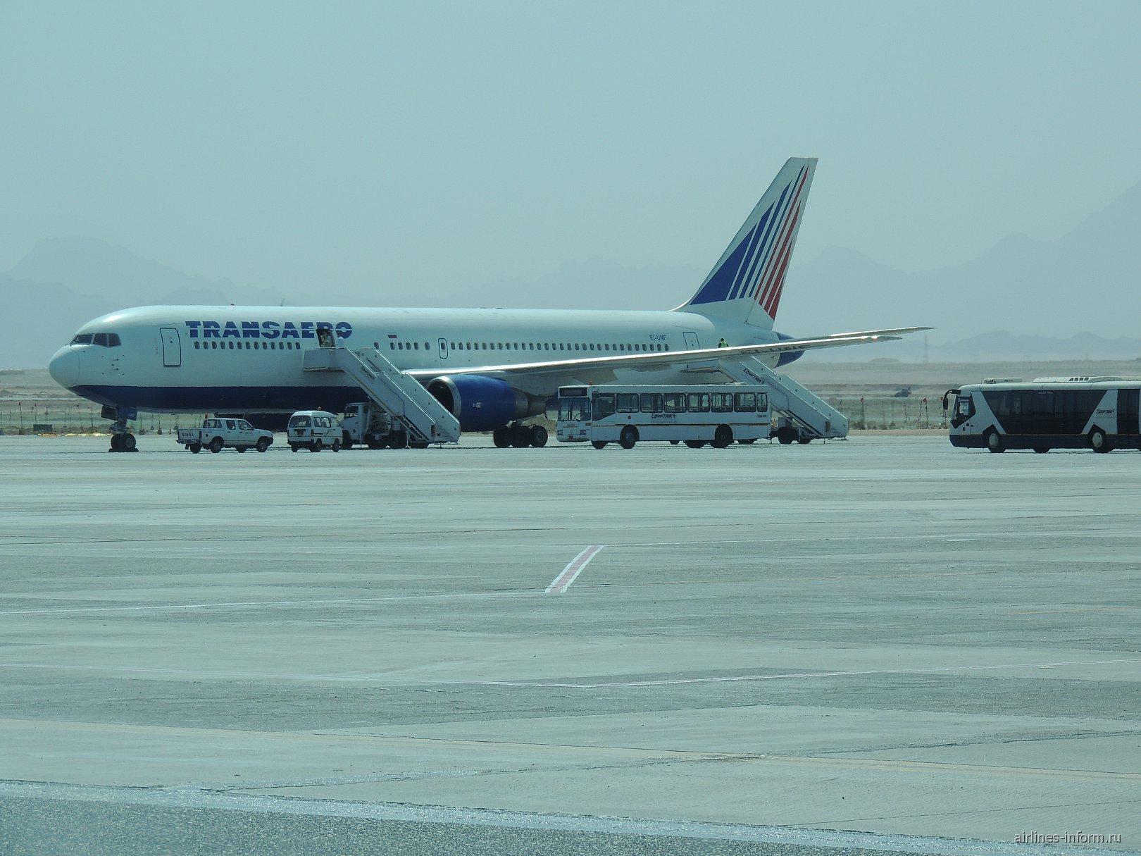 """Боинг-767-300 авиакомпании """"Трансаэро"""" в аэропорту Хургада"""