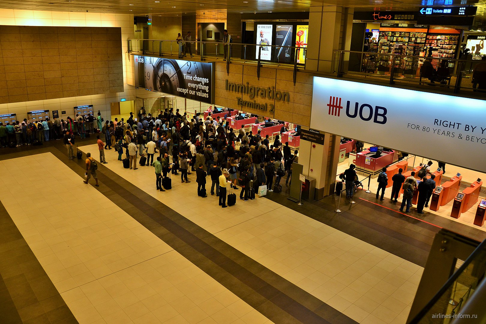 Паспортный контроль в терминале 2 аэропорта Чанги в Сингапуре
