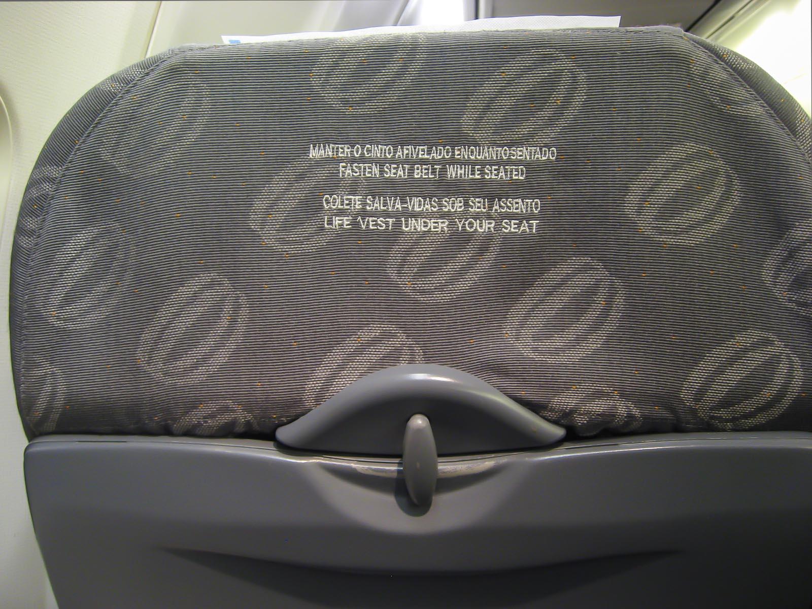 Пассажирский салон в самолете Боинг-737-700 авиакомпании Трансаэро