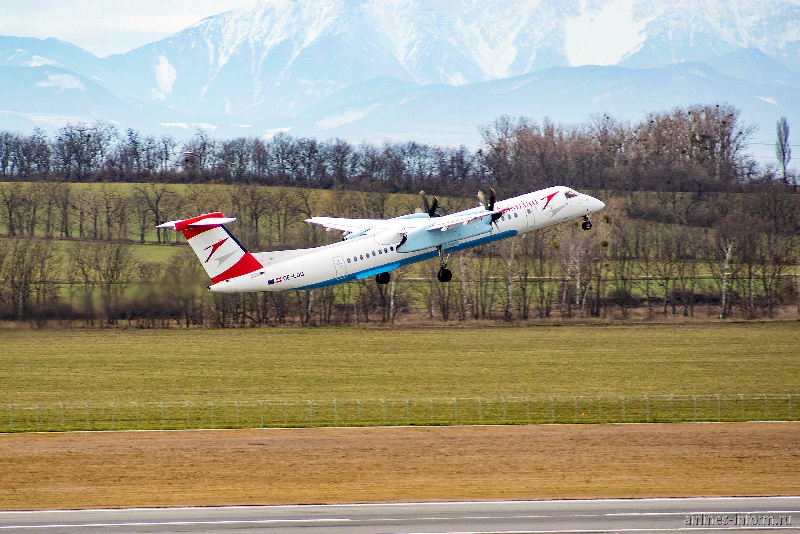 Взлет самолета Bombardier Dash 8 Q400 OE-LGG авиакомпании Austrian в аэропорту Вены