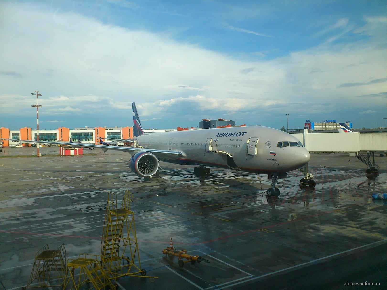 Боинг-777-300 Аэрофлота в аэропорту Шереметьево