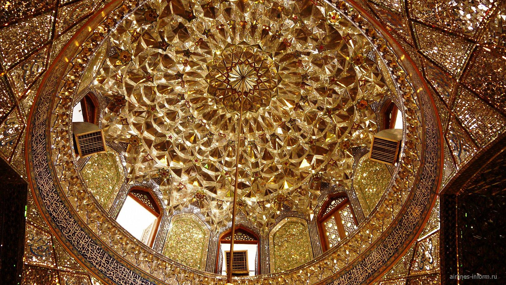 Зеркальная мечеть Али-ибн-Хамзе в Ширазе.