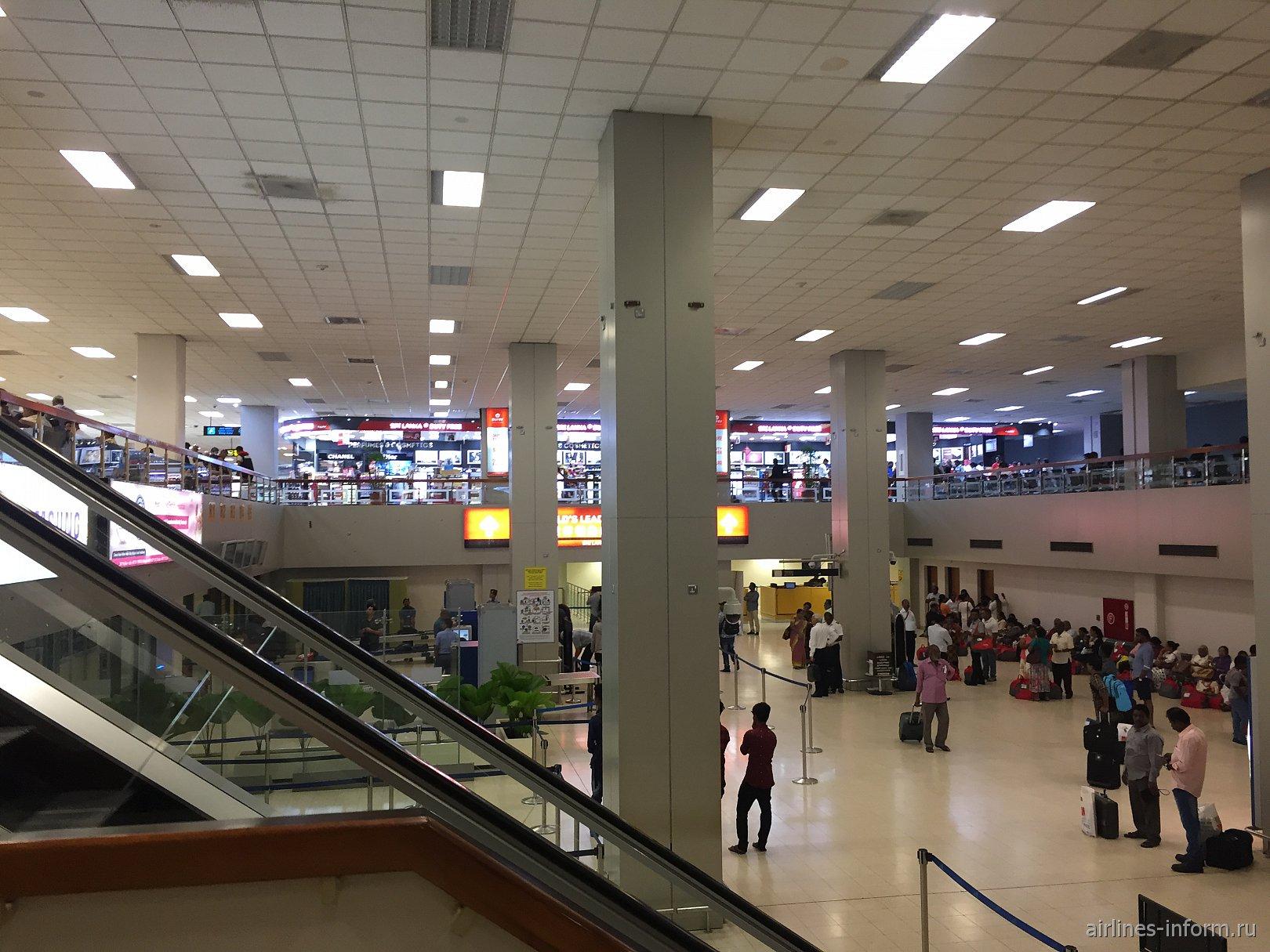 В чистой зоне аэропорта Коломбо Бандаранайке