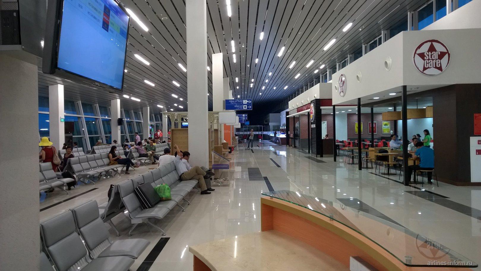 В чистой зоне внутренних вылетов аэропорта Фукуок