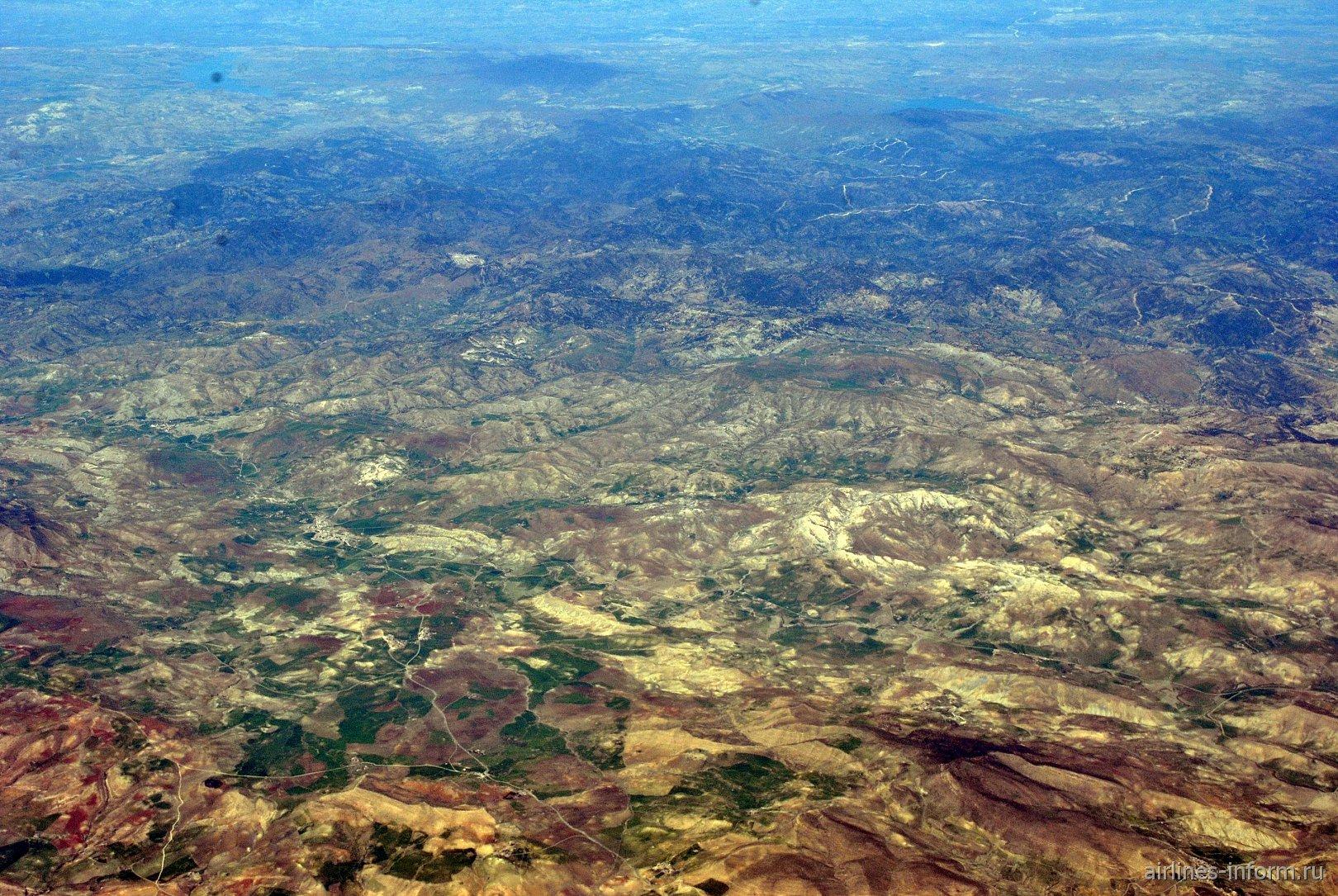 В небе над Алжиром. Чёрные горы в окрестностях населённого пункта Мелааб.