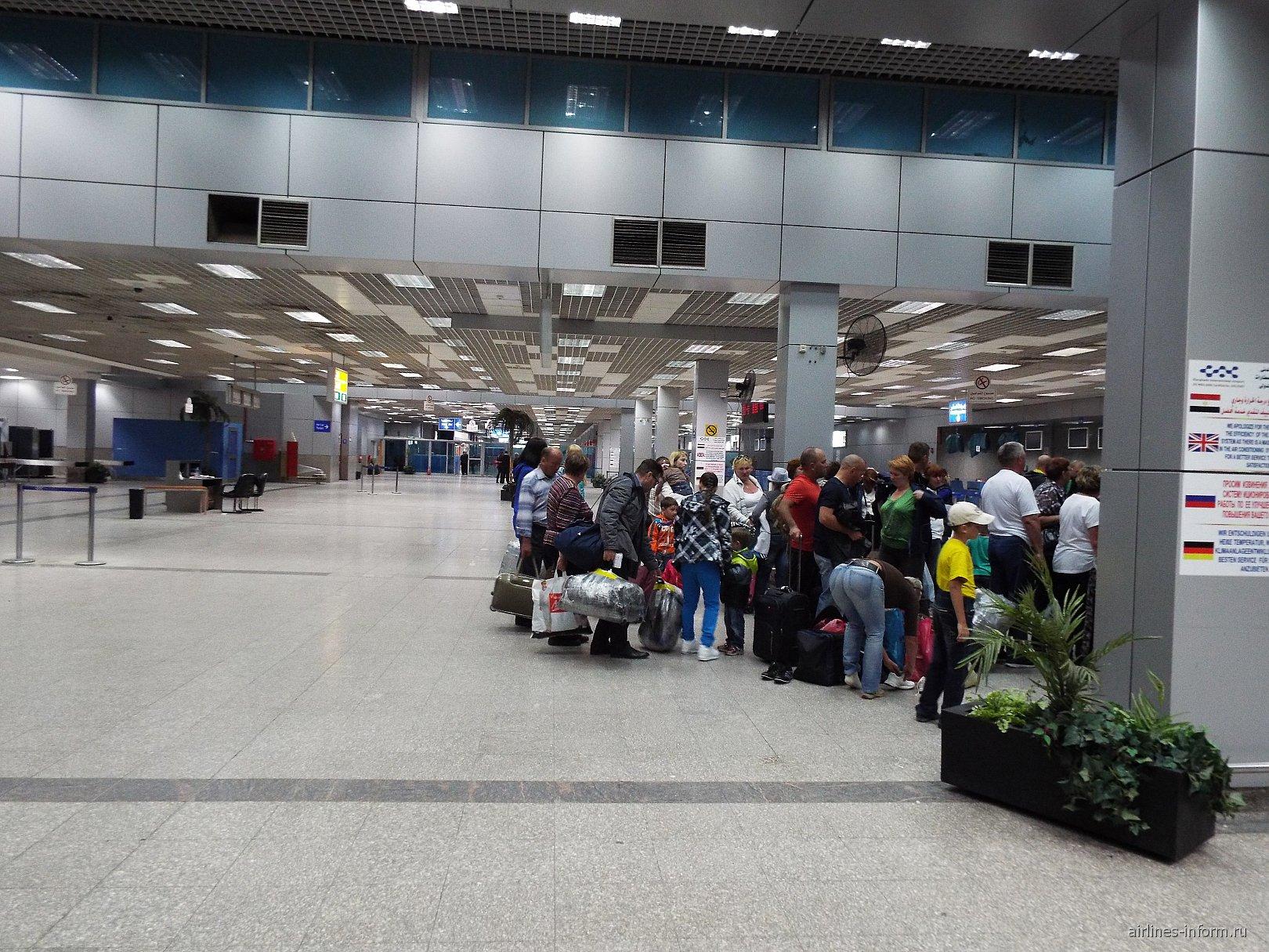 Зал регистрации на рейсы международного терминала 2 аэропорта Хургада