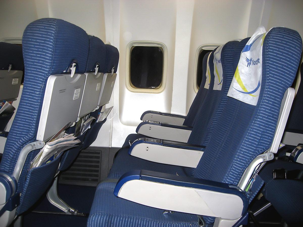 Кресла экономического класса в самолете Боинг-737-800 авиакомпании НордСтар