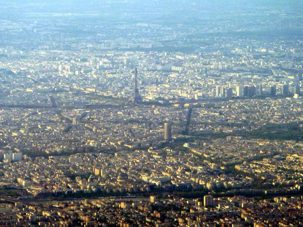 Фото из самолета на центр Парижа