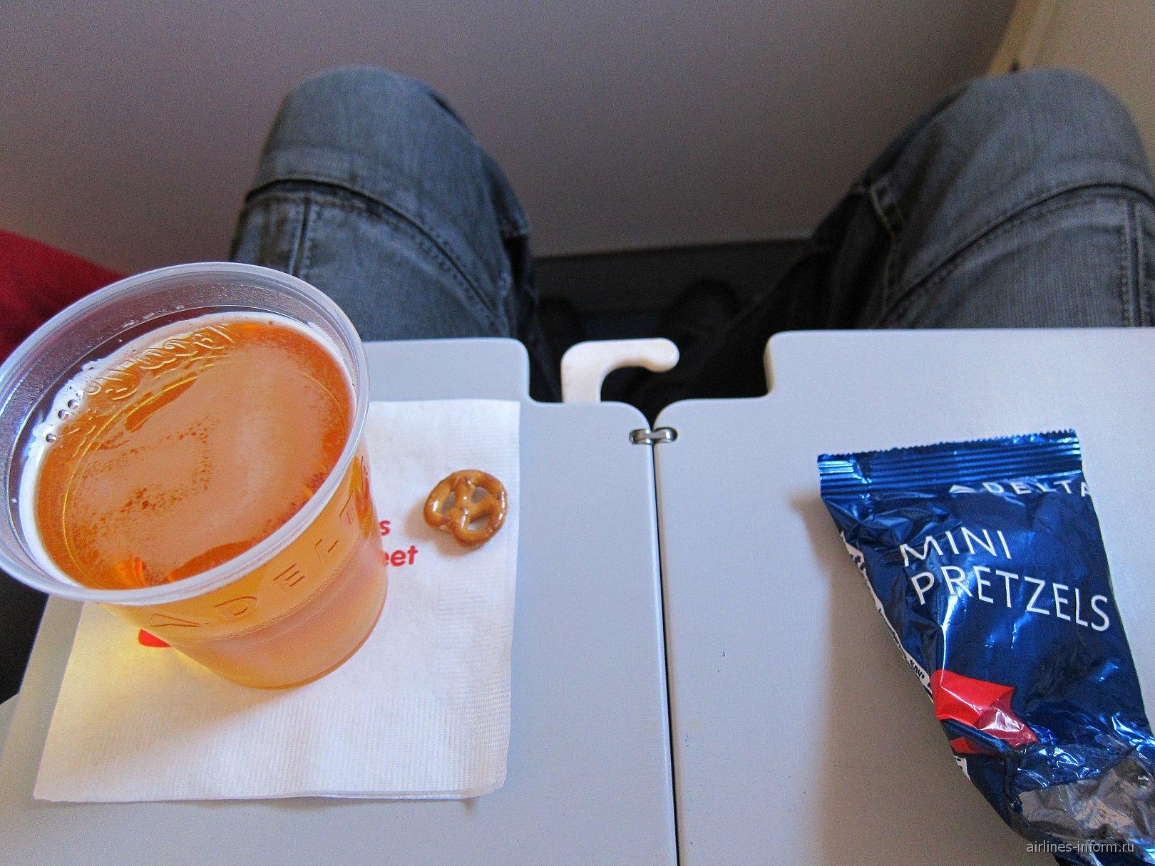 Питание на рейсе Москва-Нью-Йорк авиакомпании Дельта