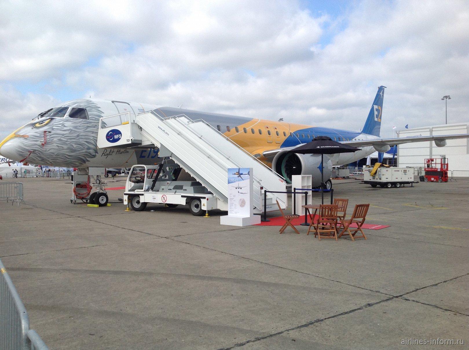 Самолет Embraer 195-E2 на авиасалоне в Ле-Бурже