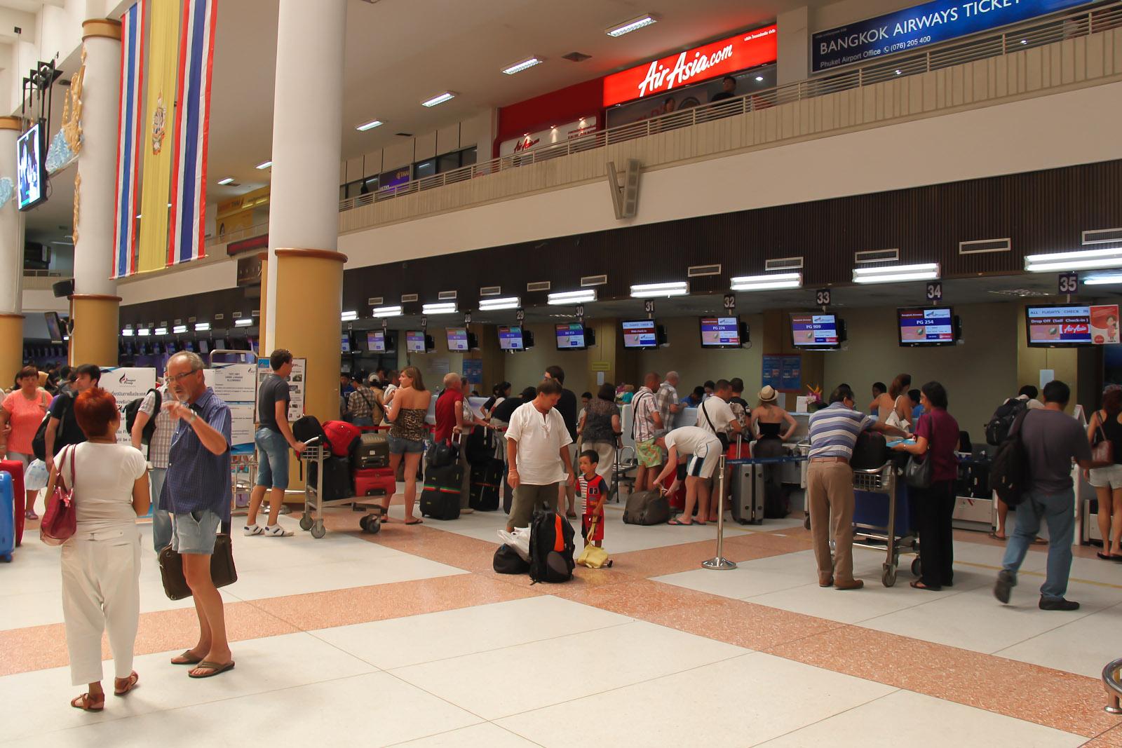 Стойки регистрации в терминале 1 аэропорта Пхукет