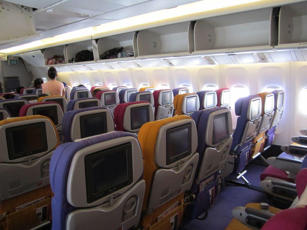Салон самолета Боинг-777-300 Тайских авиалиний