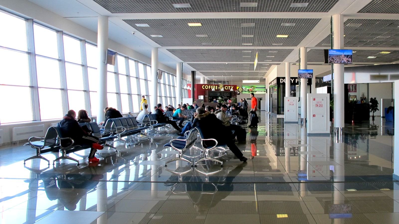 Стерильная зона международных вылетов в аэропорту Владивостока