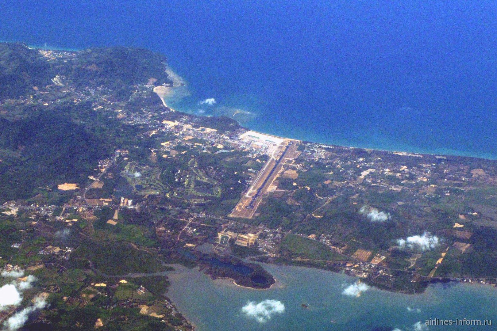 Вид на аэропорт Пхукет из самолета
