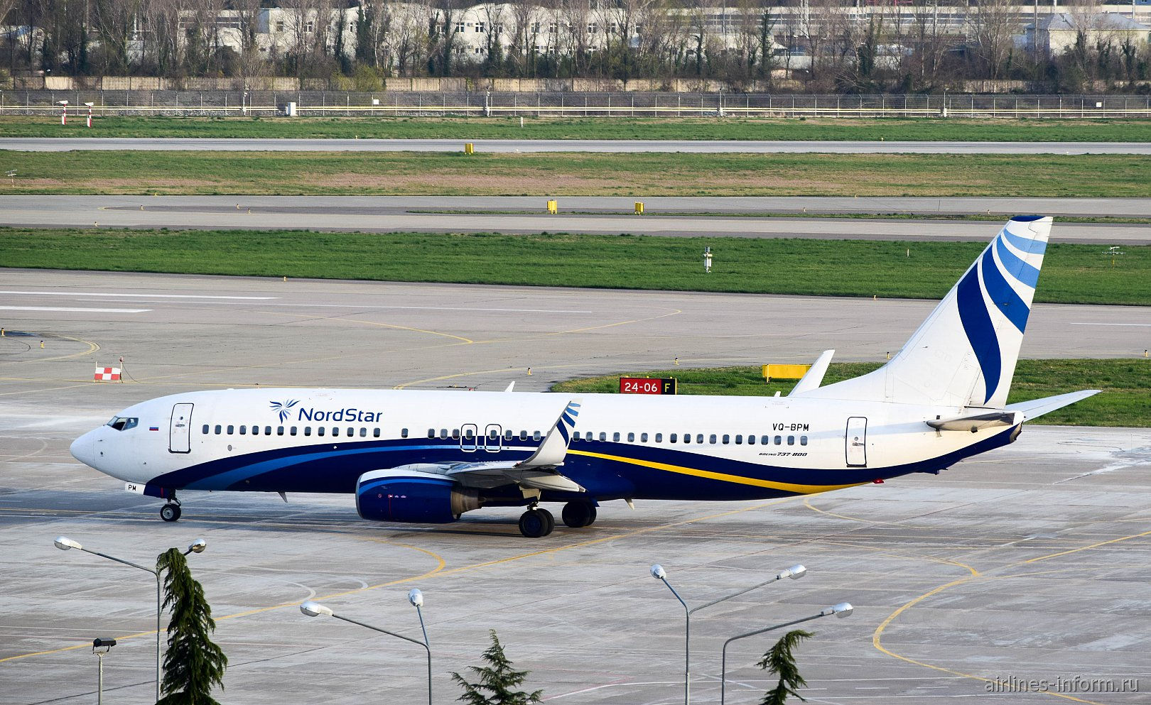 Фото Боинга-737-300 авиакомпании Нордстар в аэропорту Сочи