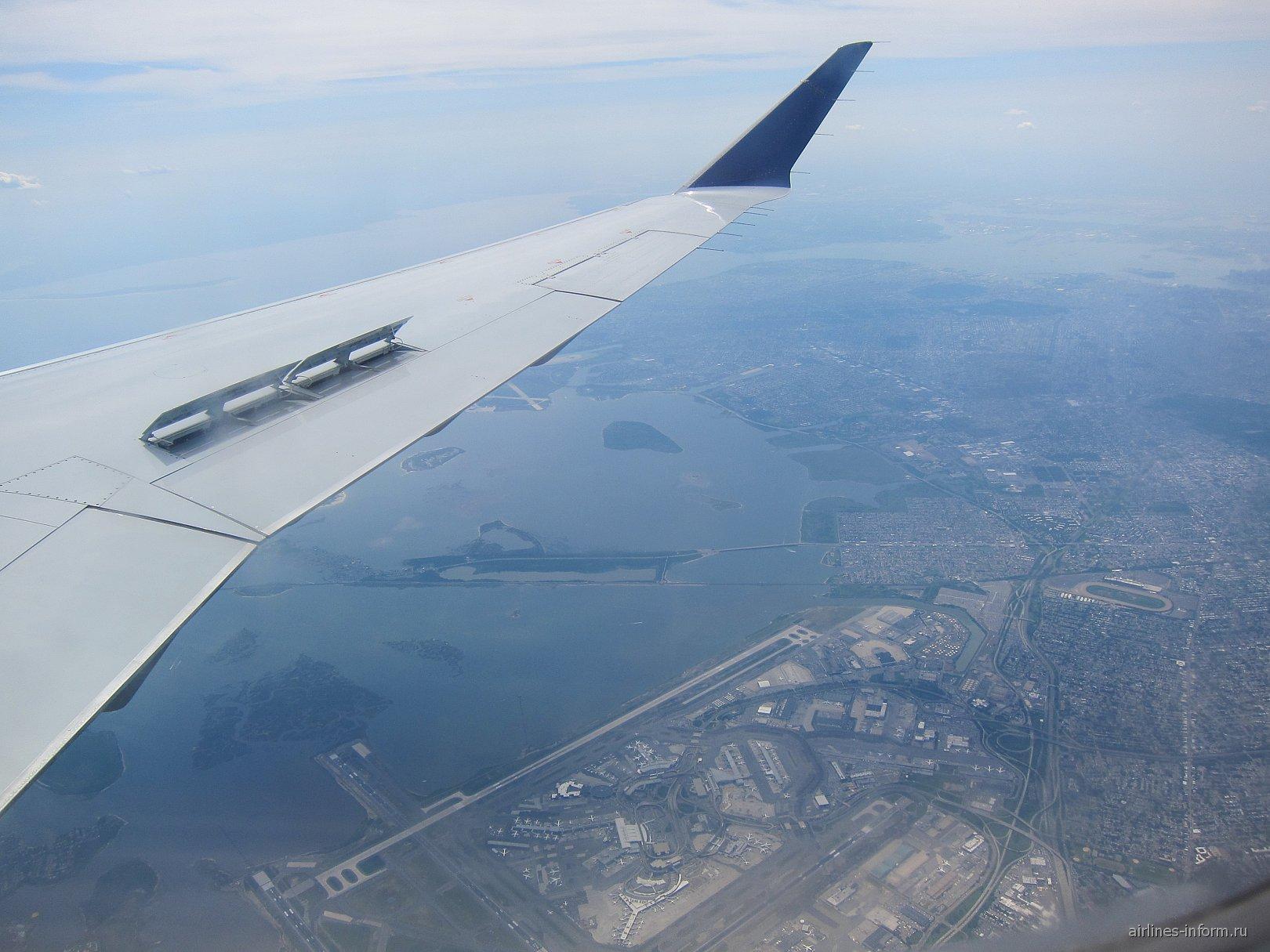 В полете над Нью-Йорком и аэропортом Ла-Гардия