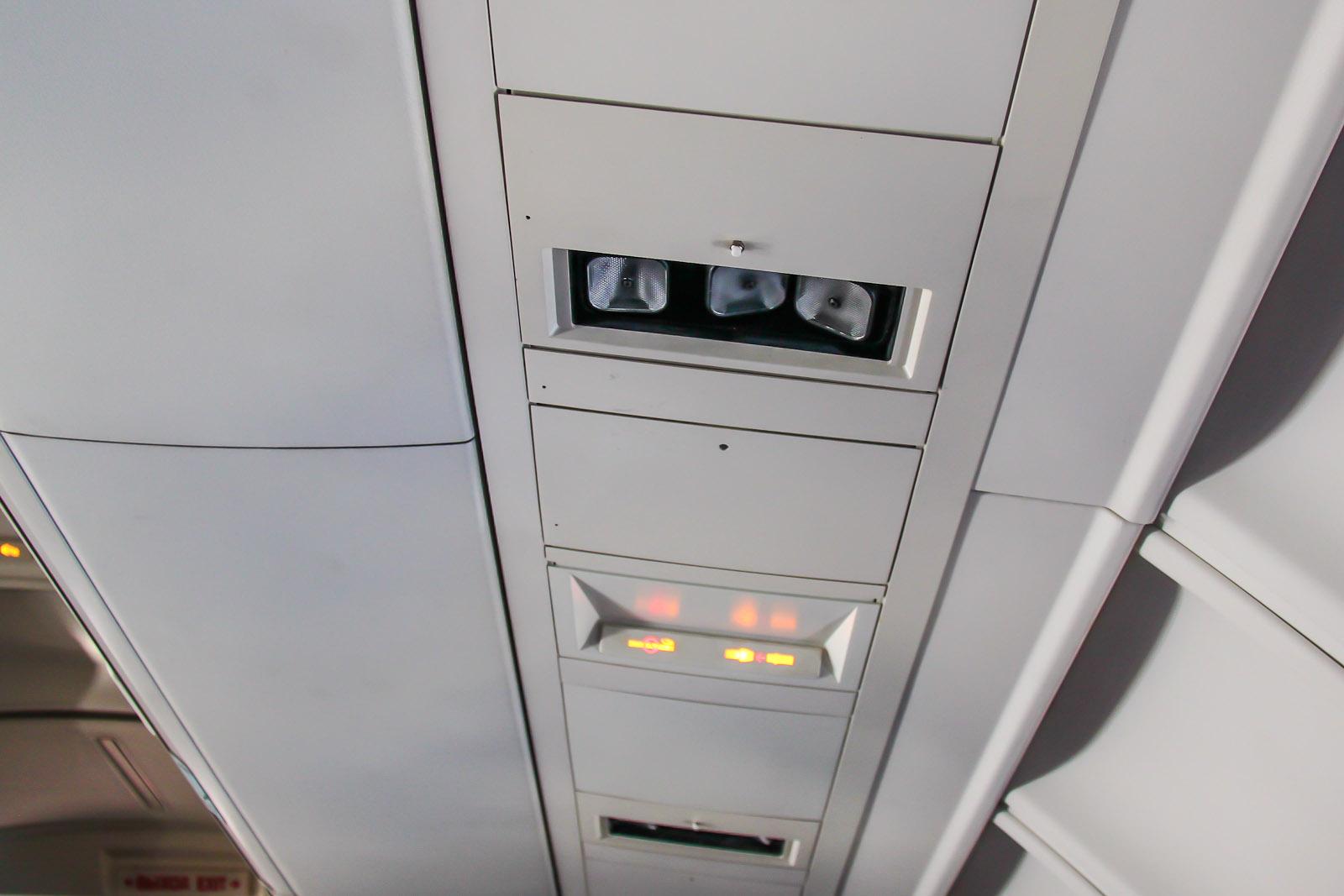 Панель индивидуального освещения в самолете Боинг-747-400