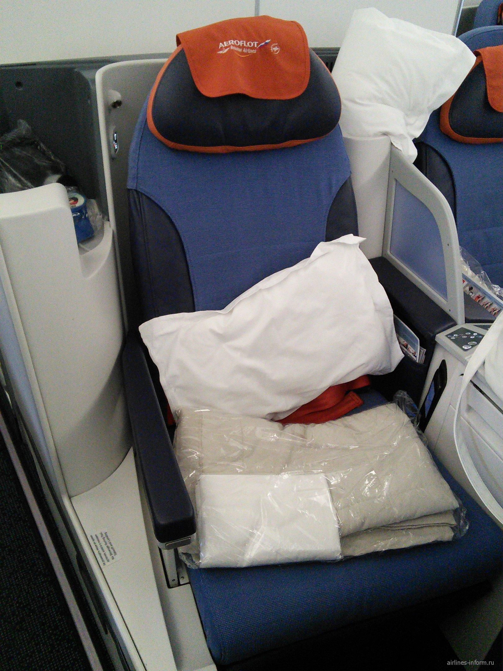 "Кресло-кокон в бизнес-классе ""Президент"" самолета Боинг-777-300 Аэрофлота"