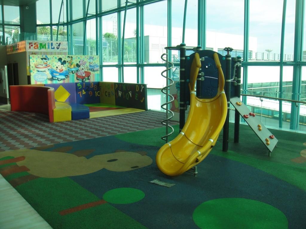 Детская игровая площадка в аэропорту Сингапура