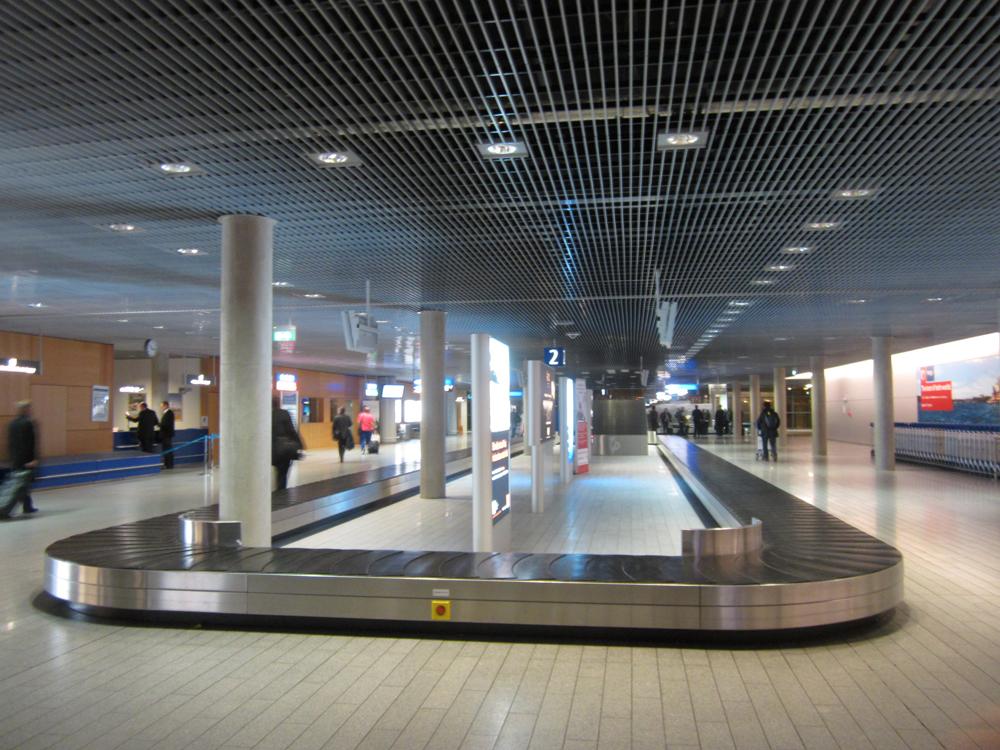Зал выдачи багажа в аэропорту Люксембурга