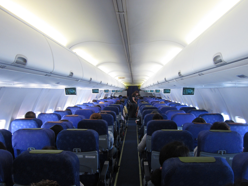 Салон самолета Боинг-737-800 Гонконгских авиалиний