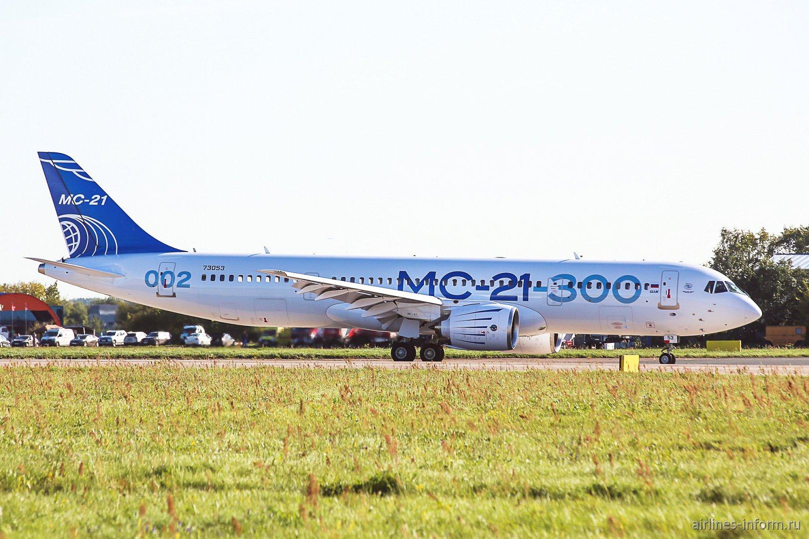 Авиалайнер МС-21-300 с бортовым номером 73053 на авиасалоне МАКС-2019