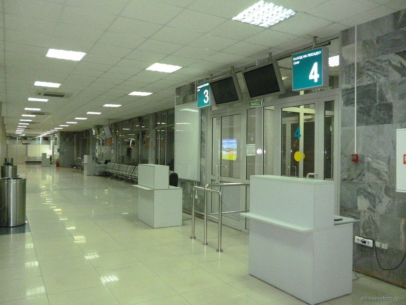 Выходы на посадку на первом этаже аэропорта Хабаровск