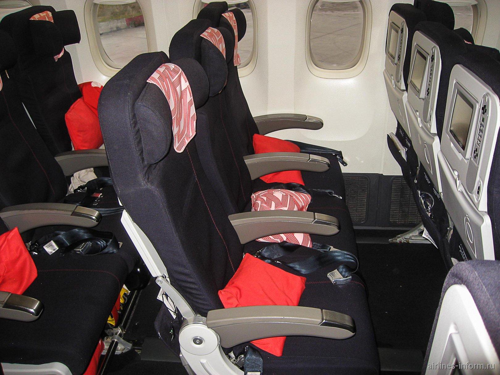 Пассажирские кресла эконом-класса в Боинге-777-200 авиакомпании Air France