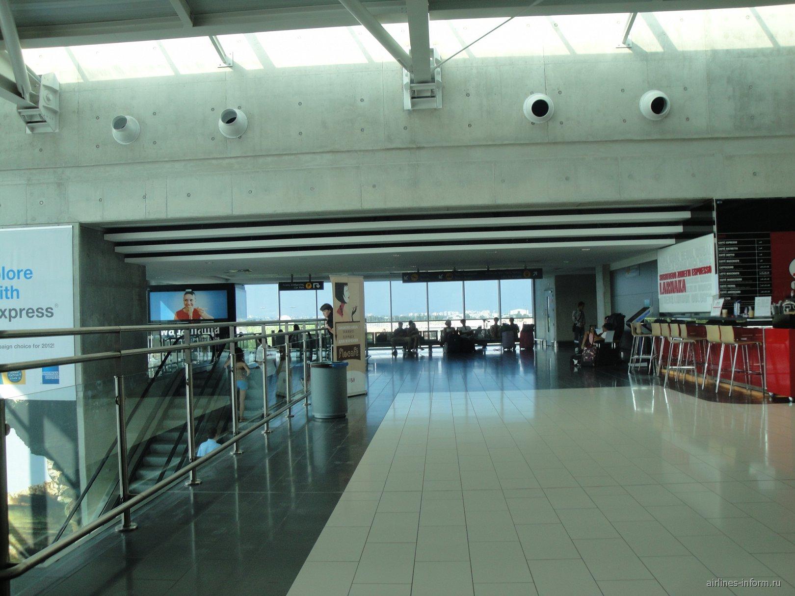 В аэровокзале аэропорта Ларнака