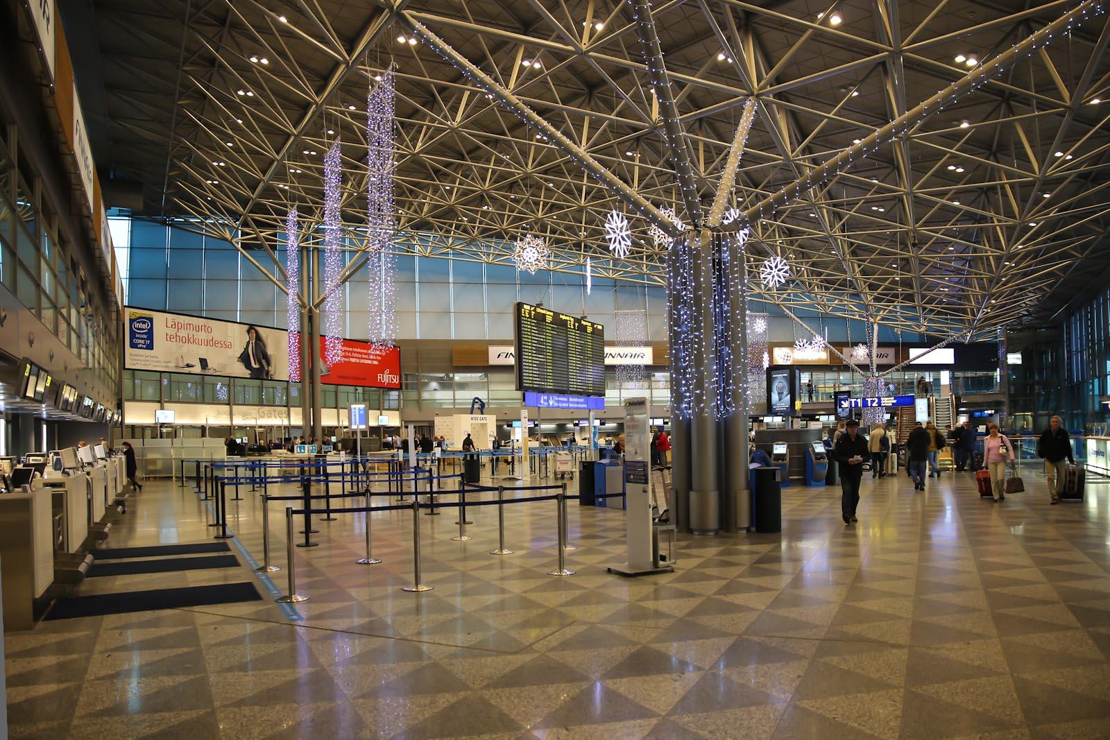 Зал регистрации на рейсы Finnair в Терминале 2 аэропорта Хельсинки Вантаа