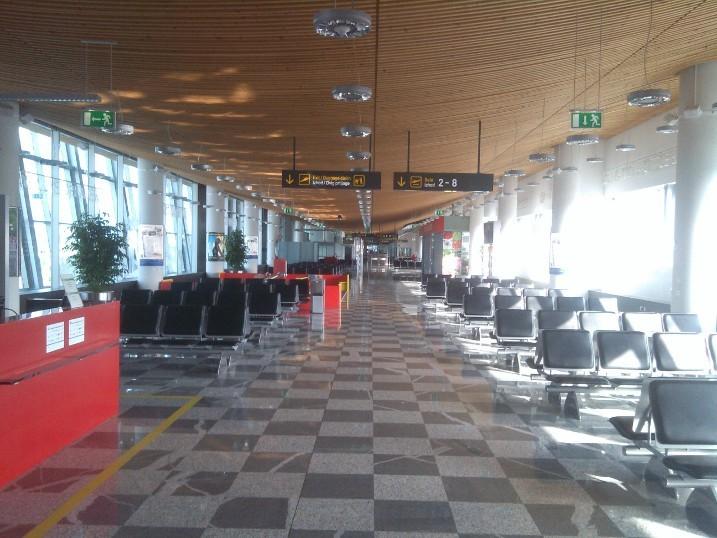 Зал ожидания в стерильной зоне аэропорта Любляны