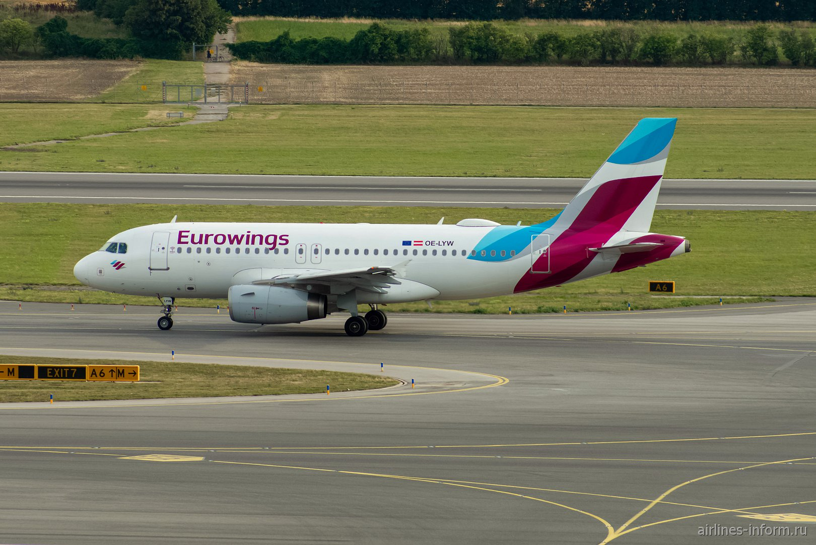Airbus A319 OE-LYW авиакомпании Eurowings Europe в аэропорту Вена Швехат