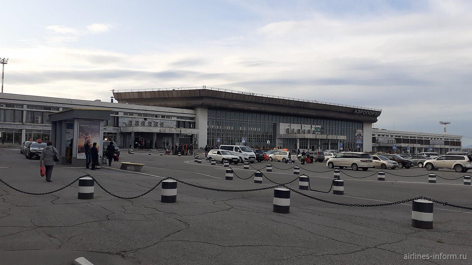 Старый терминал внутренних рейсов аэропорта Хабаровск Новый