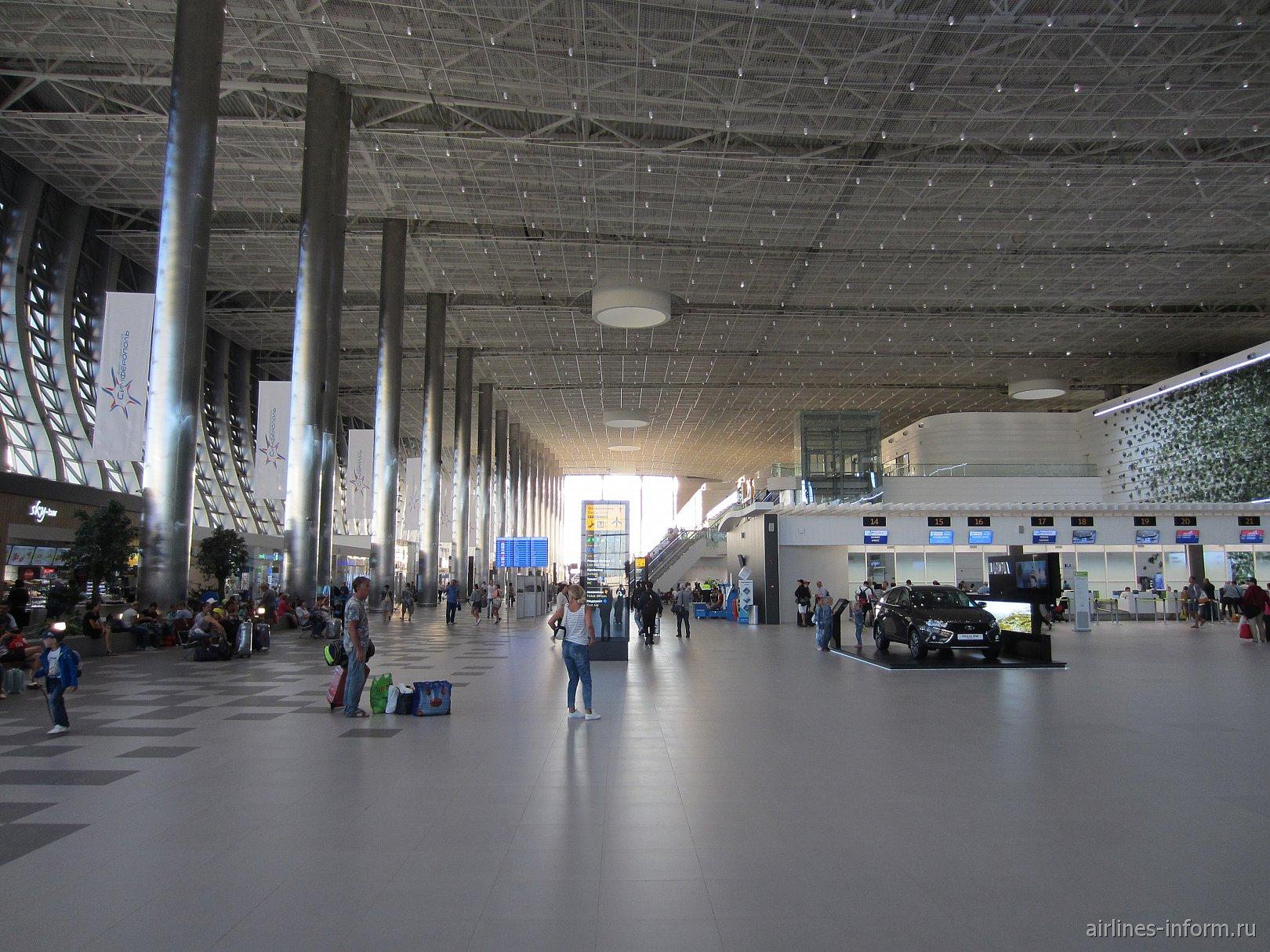 Центральный холл в новом пассажирском терминале аэропорта Симферополь