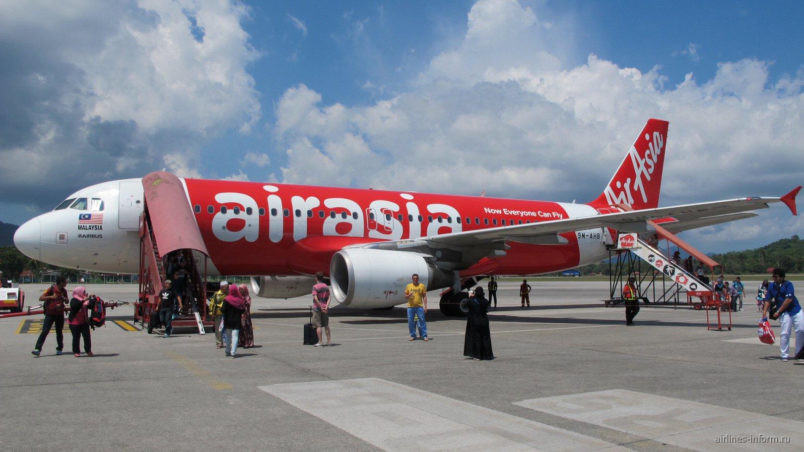 Airbus A320 авиакомпании AirAsia в аэропорту Лангкави