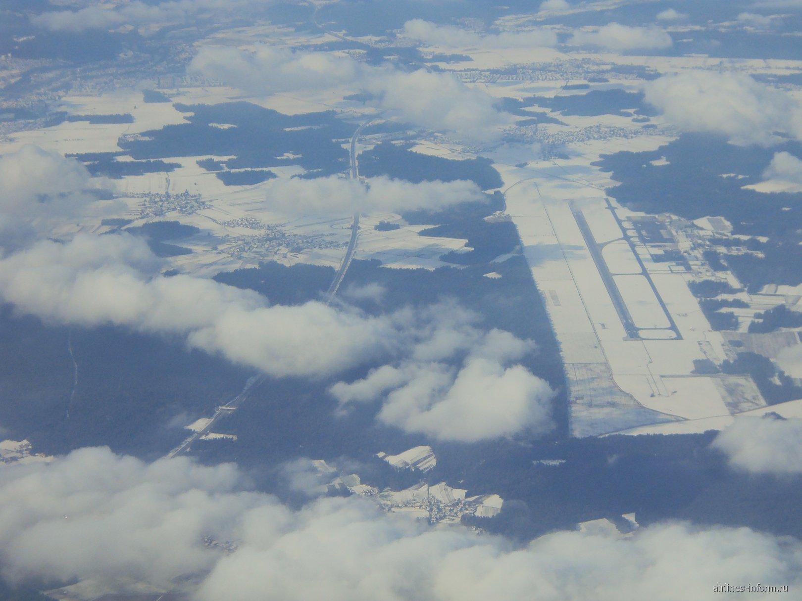 Вид сверху на аэропорт Любляна