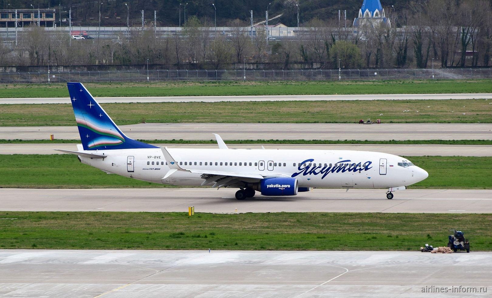 "Боинг-737-800 VP-BVE авиакомпании ""Якутия"" в аэропорту Сочи"
