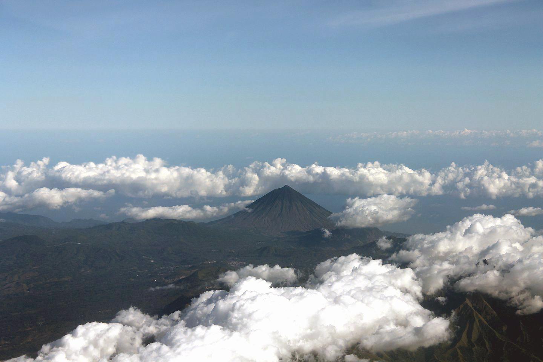 В полете над Индонезией