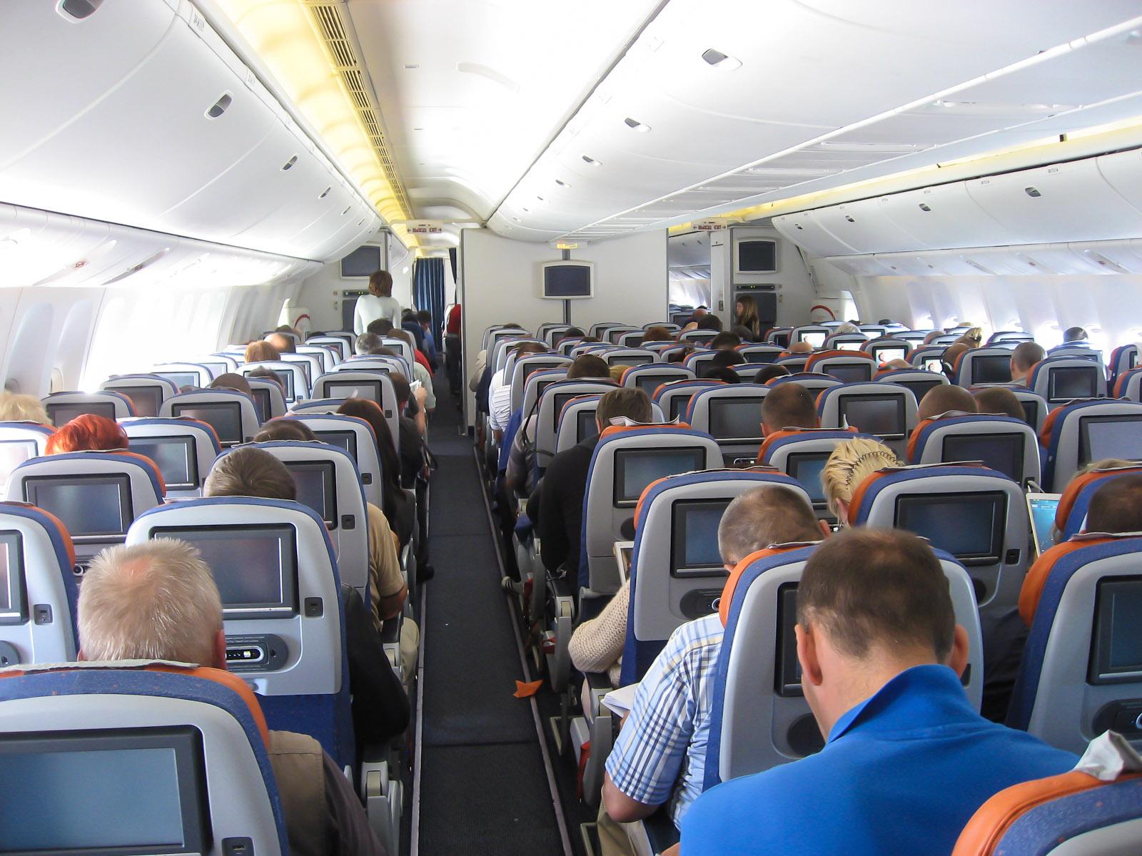 Салон экономического класса в Боинге-777-300 Аэрофлота