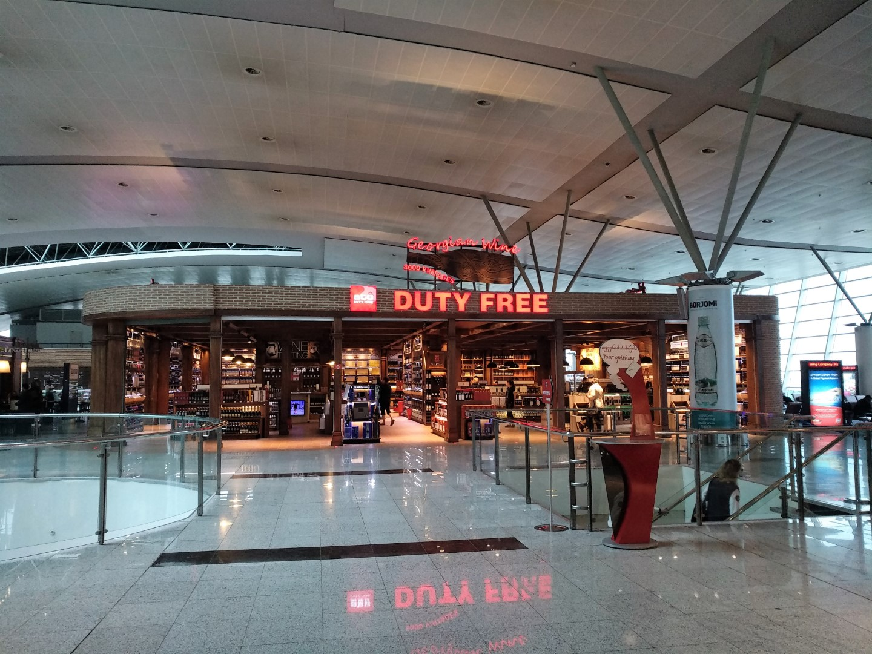 Магазин Duty Free в аэропорту Тбилиси Шота Руставели