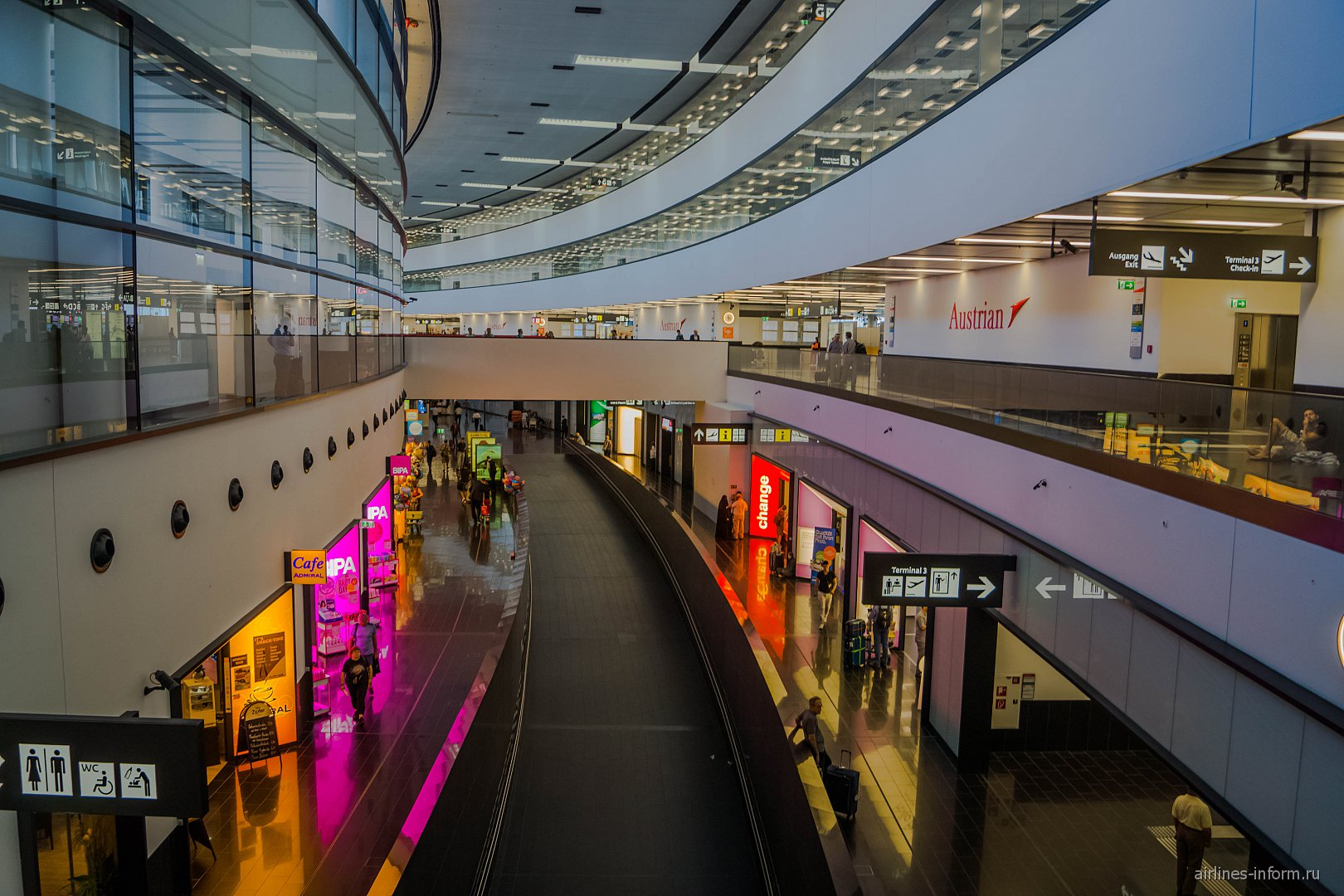 В пассажирском терминале аэропорта Вена Швехат