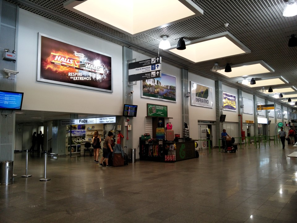 В аэровокзале аэропорта Фос-ду-Игуасу Катаратас
