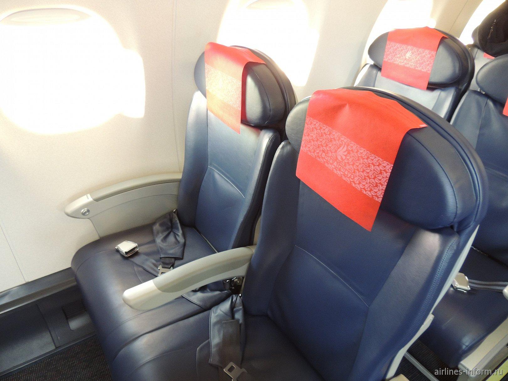 Места для привилегированных пассажиров в самолете Embraer 190 авиакомпании Buta Airways
