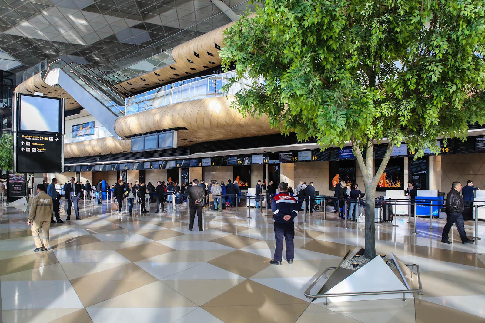 Зал регистрации в терминале 1 аэропорта Баку