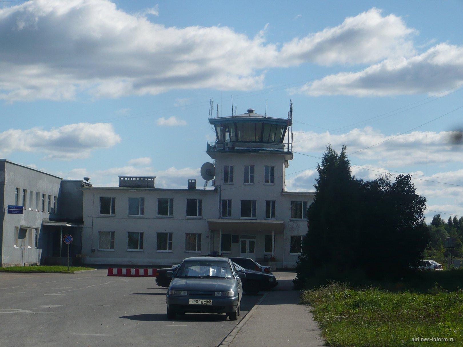 Диспетчерская вышка аэропорта Псков Кресты